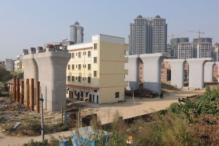 000nailhouse-architecture design flaw in China