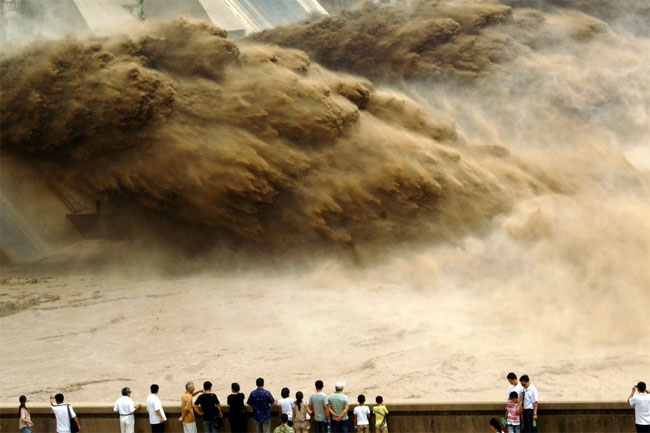 xiaolangdi pictures of floods in China